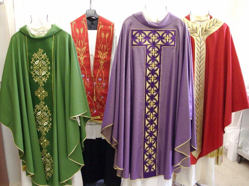 Paramento sacerdotale piviale: qual è il suo significato? Quando viene usato?