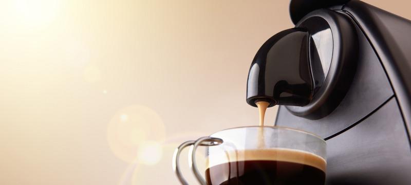 macchina caffè con tazzina_800x360