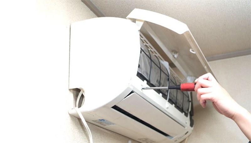 Arriva il caldo, il condizionatore va controllato: obblighi, costi e cosa dice la legge