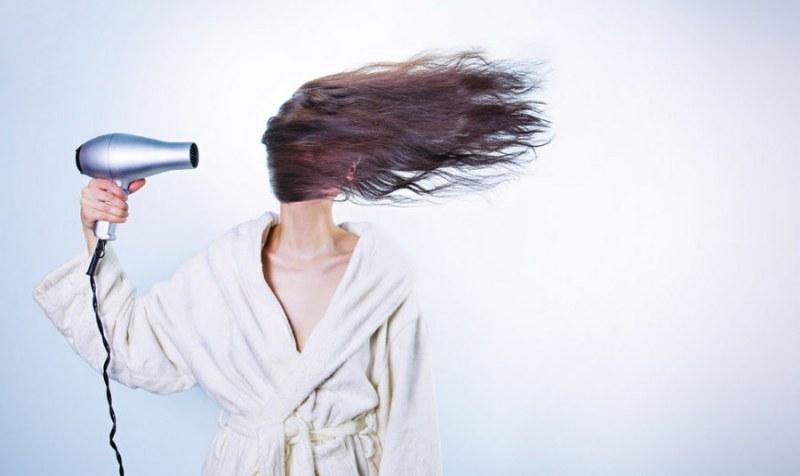 La perdita dei capelli nelle donne: come comportarsi