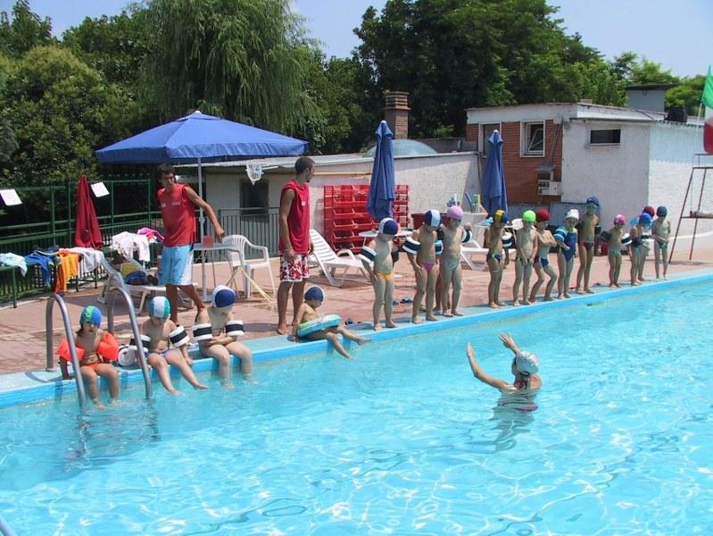 Centro estivo con piscina a roma arcibook - Piscina bambini roma ...