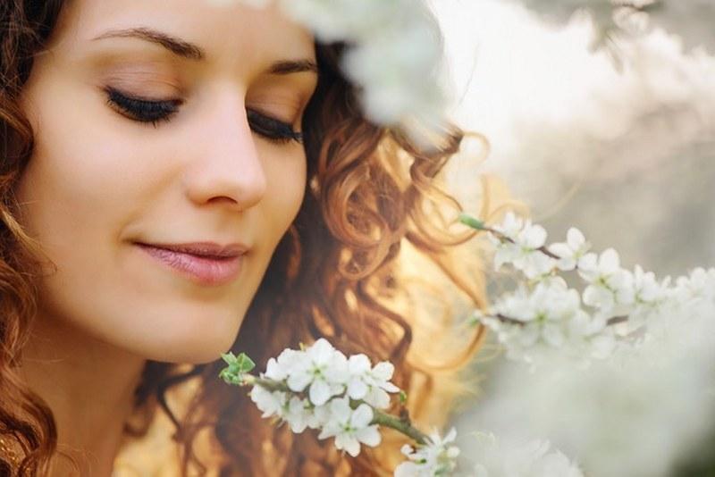 Come curare la pelle del viso in estate