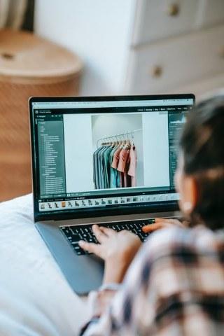 Come avviare un negozio di abbigliamento online